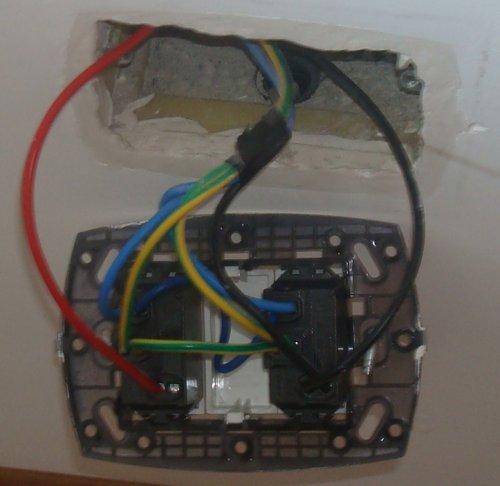 Schema Elettrico Interruttore E Presa : Presa comandata
